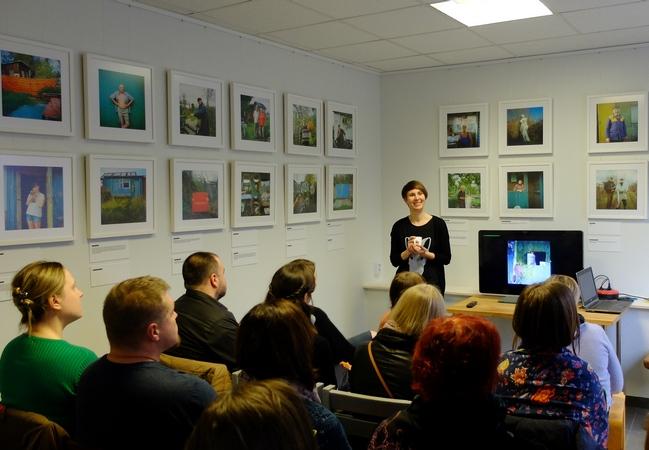 """26. aprill 2016 Annika Haasi koolitus Positiivi galeriis """"Kuidas koostada fotoseeriat"""""""