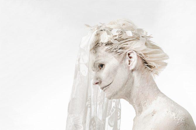 """7.-28.03.17 Galeriis Positiiv Meeli Laidvee näitus """"Valge naine"""""""