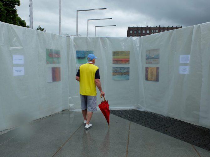 Kristel Schwede fotonäitus ON VÄRV Tallinna Biennaali Suurel kunstipäeval Vabaduse väljakul 5.07.2020